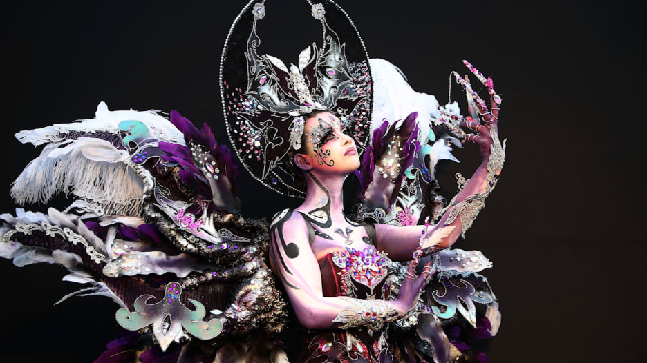 عارضات أزياء أم كائنات فضائية.. في مهرجان كوريا الجنوبية