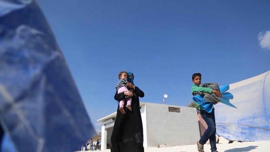 بعد 7 سنوات على بداية الحرب.. عائلات تهرب لأول مرة من إدلب