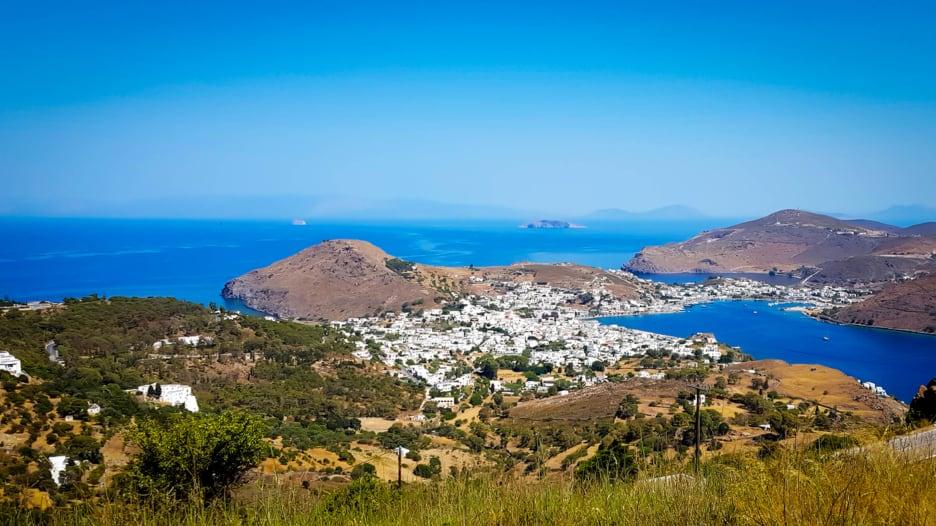 تعرّف إلى جزيرة بطمس اليونانية..حيث بدأت نهاية العالم