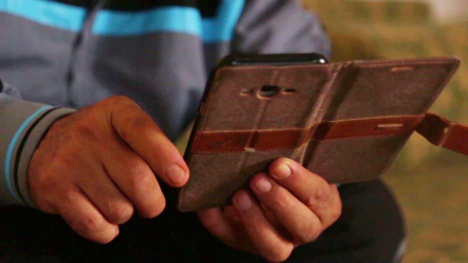 180926023938-cellphone-app-syria-1.jpg