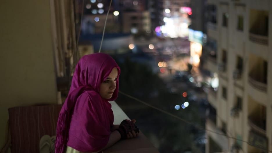 فوتوغرافية مصرية تلتقط بعدستها الأزمات التي تواجهها مصر
