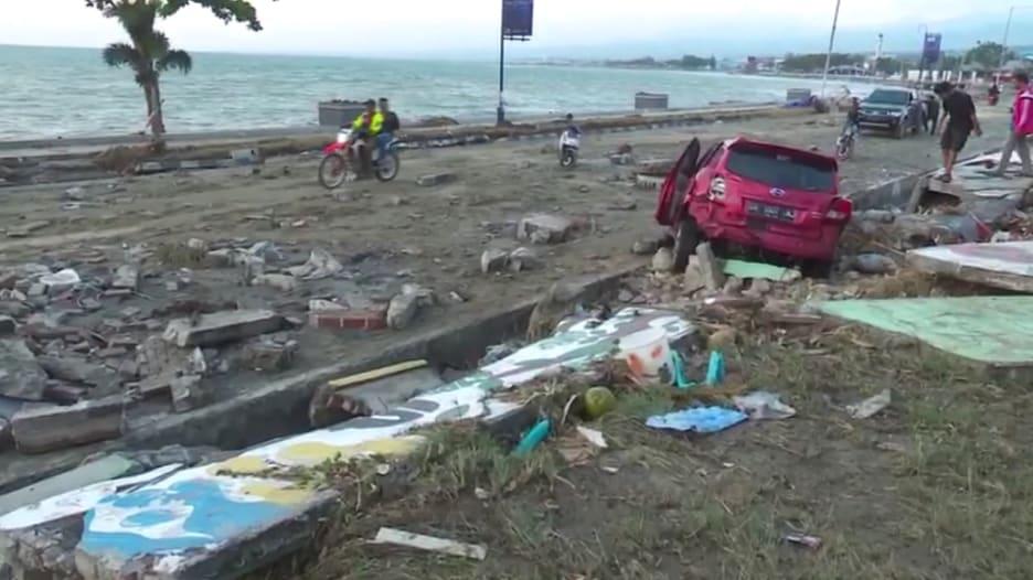مقتل 832 شخصاً في تسونامي وزلزال إندونيسيا
