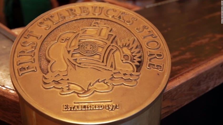 """ألق نظرة داخل أول مقهى """"تاريخي"""" لستاربكس في العالم"""