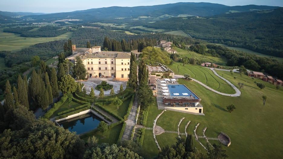 إذا كنت تبحث عن مكان ساحر.. إليك أجمل 10 فنادق في إيطاليا