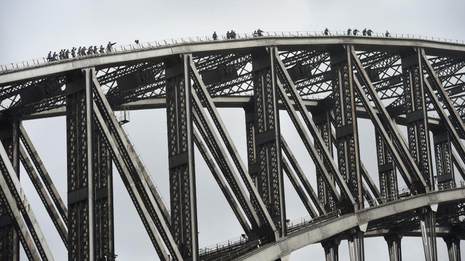 هل تجرؤ على تسلق جسر ميناء سيدني؟