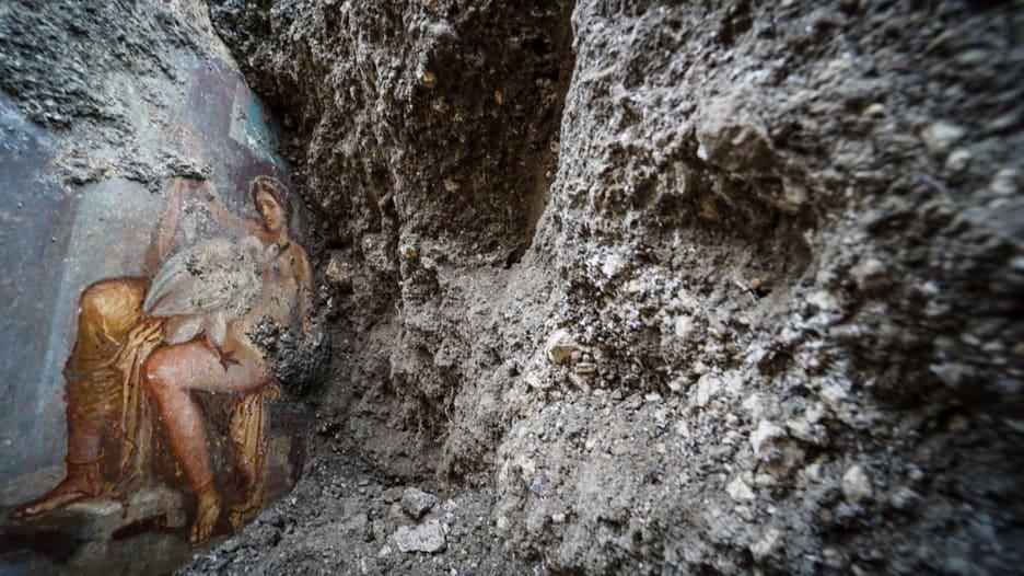اكتشاف لوحة جنسية مدفونة منذ 2000 عام في إيطاليا
