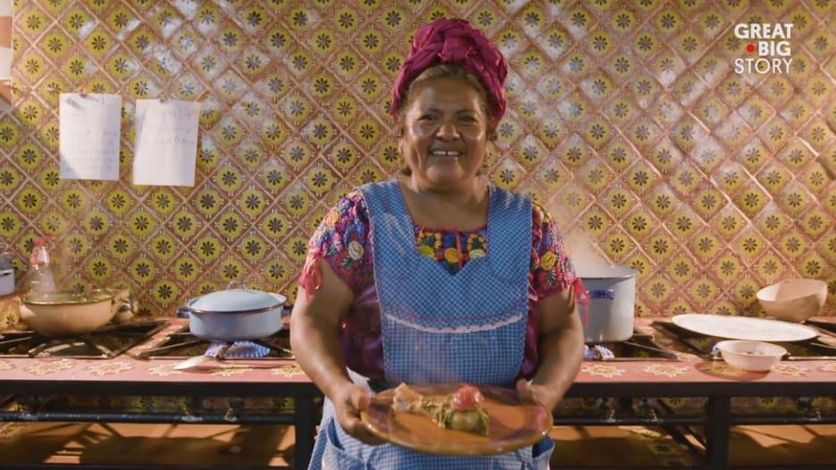 """هذه الطاهية تطبخ تبعاً لحضارة """"الزابوتيكان"""" ما قبل الاستعمار"""