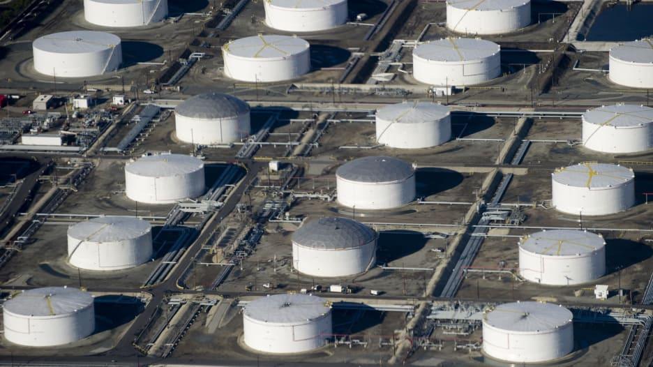 بعيدا عن قطر.. أسعار النفط تقفز بأعلى معدل في عامين