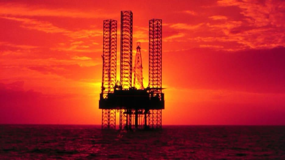 بين التوتر السياسي والتذبذب في أوبك.. ما مصير أسعار النفط؟