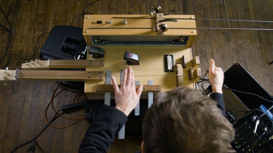 هذا الجهاز يخلق أصوات جميع أفلام الرعب المفضلة لديك