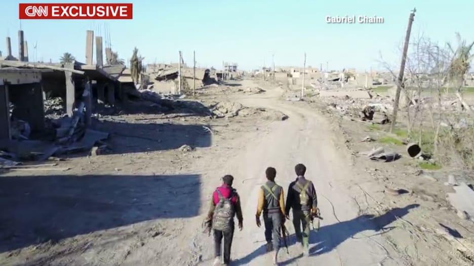 """مشاهد حصرية للدمار الذي خلفه قتال داعش بـ""""هجين"""" السورية"""
