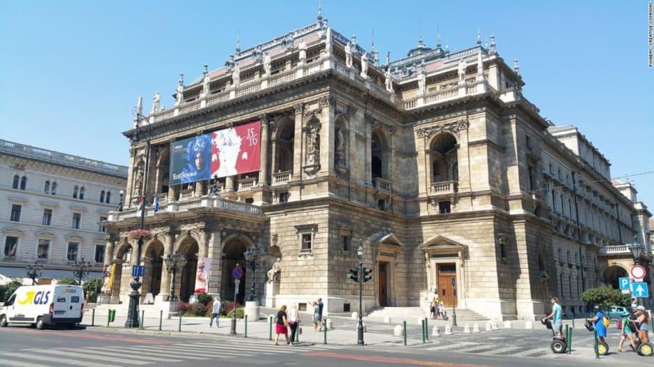 في هنغاريا.. شاهد كيف يعاد بناء دار الأوبرا؟
