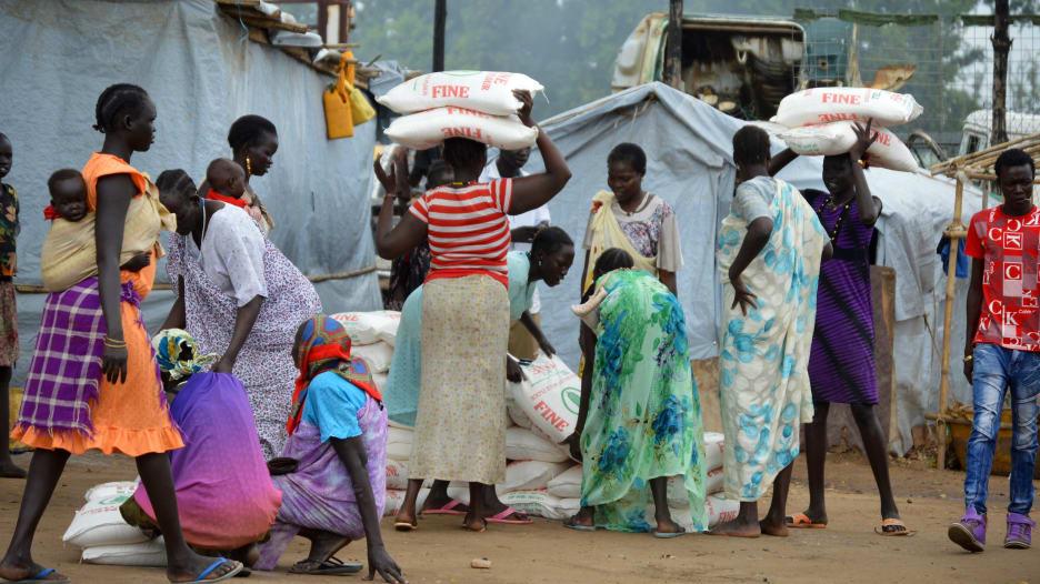 من رغيف الخبز إلى المحروقات.. لماذا يحتج السودانيون؟
