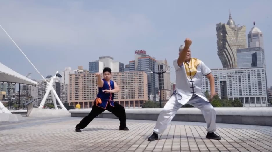 تعرف إلى هذا الرقص النابع من الفنون القتالية في الصين