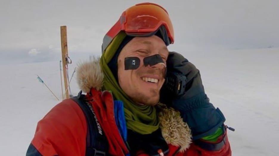 هذا أول رجل أمريكي يعبر القارة القطبية بمفرده
