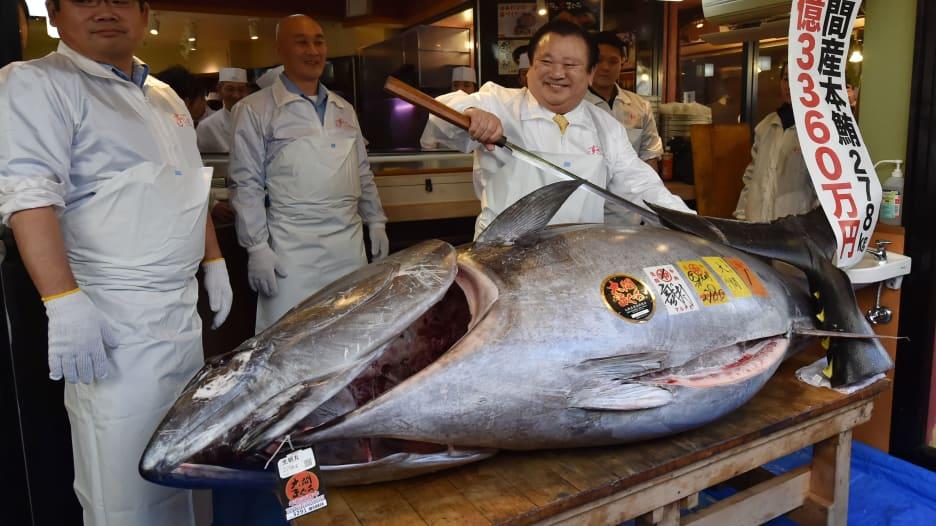 بيع سمكة تونة ضخمة مقابل 3.1 مليون دولار في مزاد بطوكيو