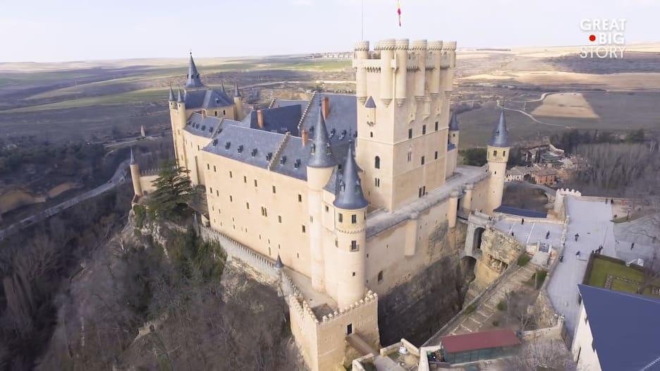 اكتشف القلعة الإسبانية التي ألهمت فيلمي والت ديزني