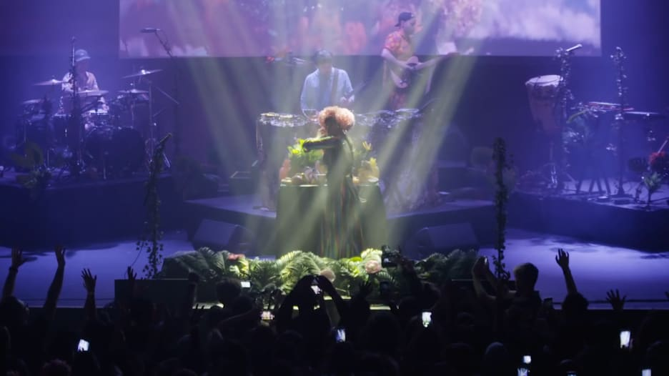"""فرقة """"بومبا إستيريو"""" الكولومبية تمزج الموسيقى بإنقاذ البيئة"""