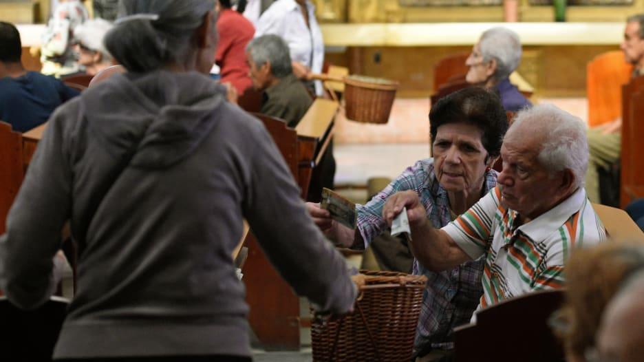 هل يستطيع اقتصاد فنزويلا تحمل المصاعب السياسية؟