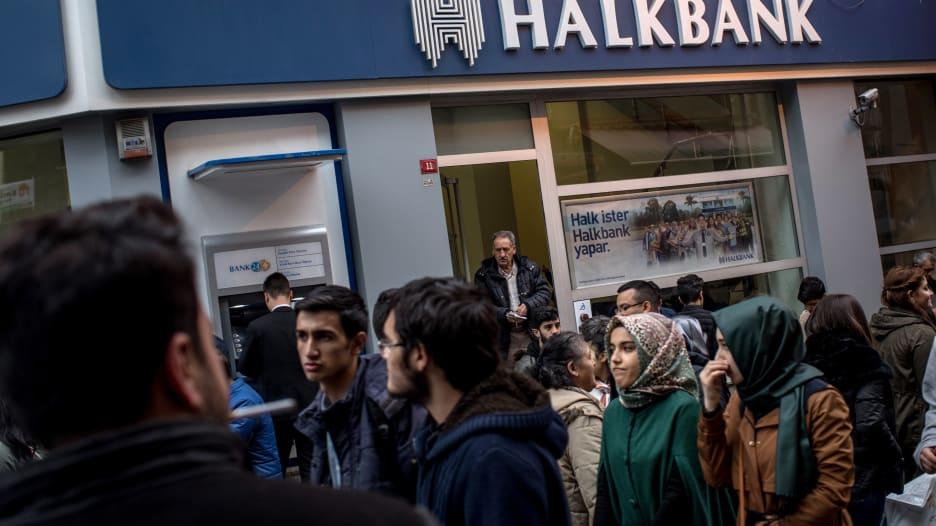 تقرير: تراجع شديد في قوة العلامات التجارية لبنوك تركيا وطفيف
