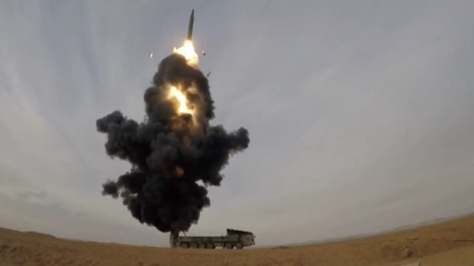 الصين تتحدى أمريكا في البحر وتكشف عن صاروخ باليستي جديد