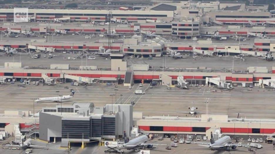 خذ جولة داخل أكثر المطارات ازدحاما في العالم