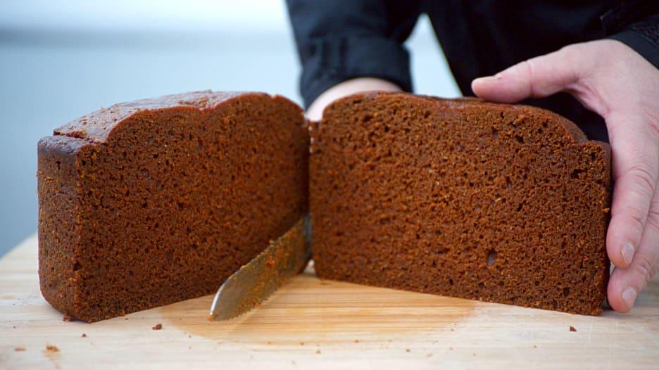 جرّب تناول خبز الحمم البركانية في آيسلندا