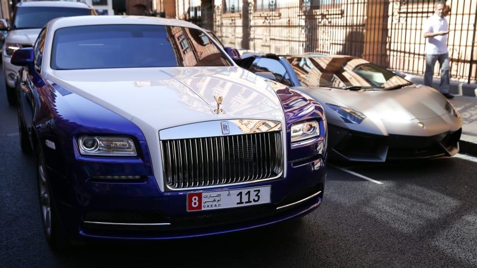 هل تبقى السيارات الخاصة الخيار الأول لتنقل سكان الإمارات؟
