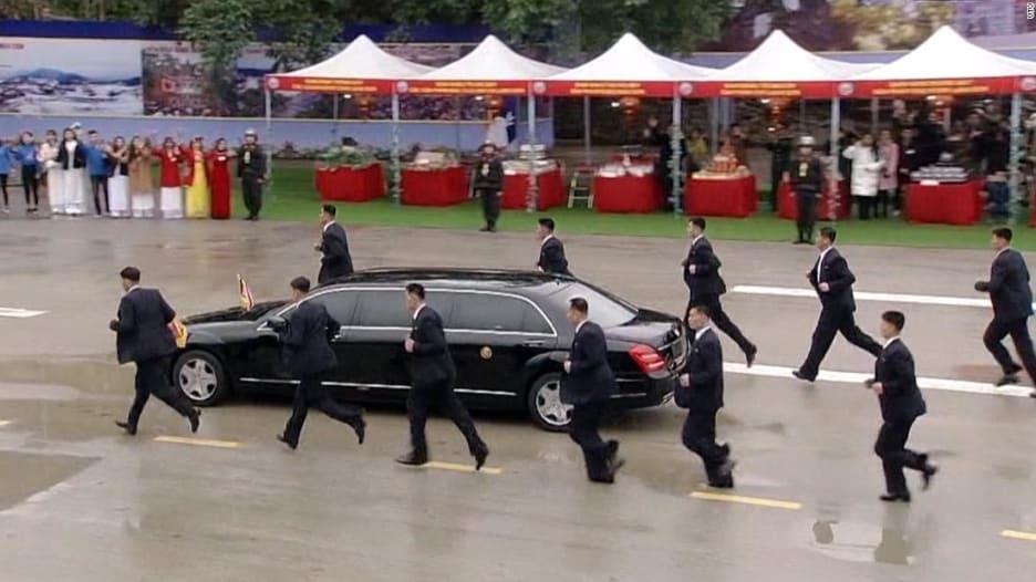 مجدداً.. حراس زعيم كوريا الشمالية يركضون حول سيارته