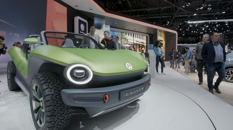 بتصميم يذكر بالماضي.. عربة شاطيء كهربائية جديدة من فولكسفاغن