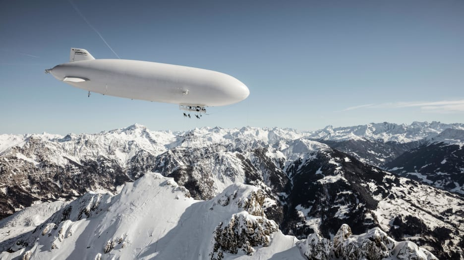 مغامرة جديدة من نوعها.. التزلج بمسار انزلاقي فوق جبال الألب
