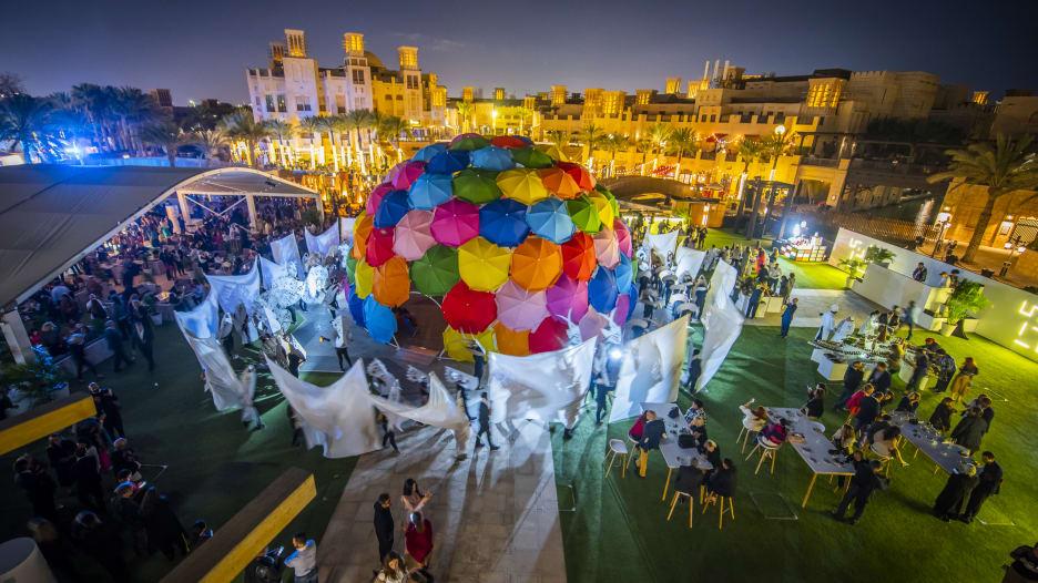 معرض آرت دبي يسلط الضوء على 500 فنان من جميع أنحاء العالم