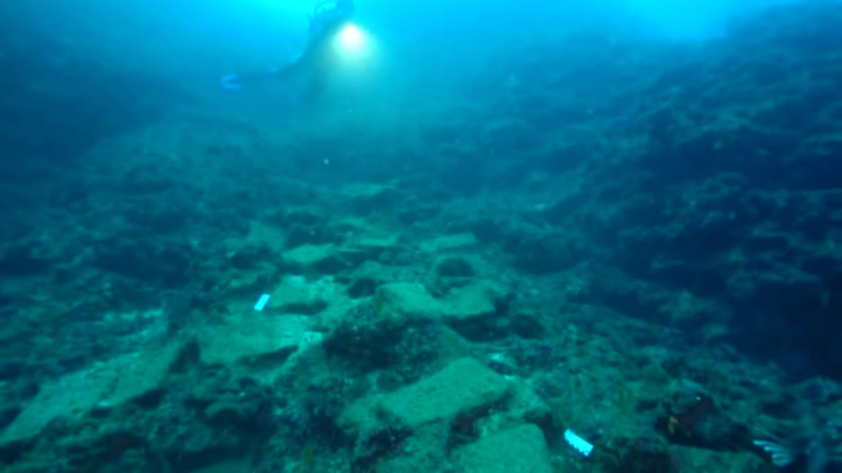 مشاهد من تحت الماء.. هنا تقبع سفينة عمرها 3600 عام