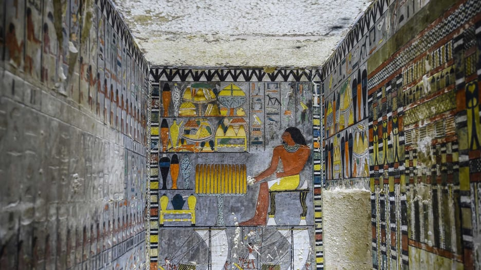 الكشف عن قبر غني بالألوان بمصر يعود إلى 4 آلاف عام