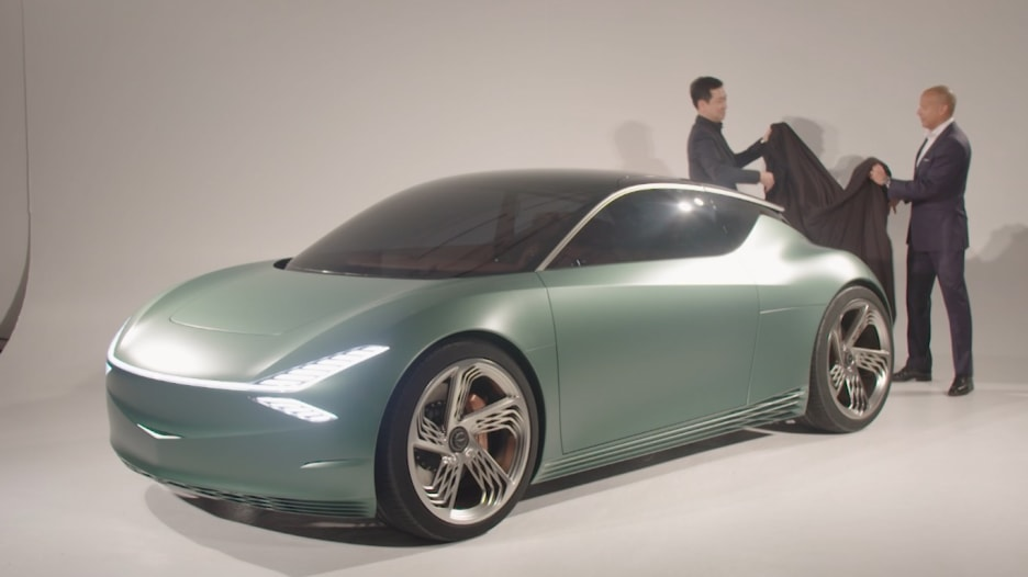 """سيارة """"جينيسيس"""" الكهربائية من هيونداي.. صنعت للمدن!"""