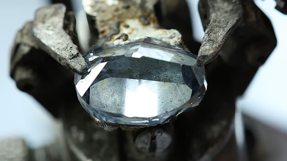190418093351-okavango-blue-diamond-botswana.jpg