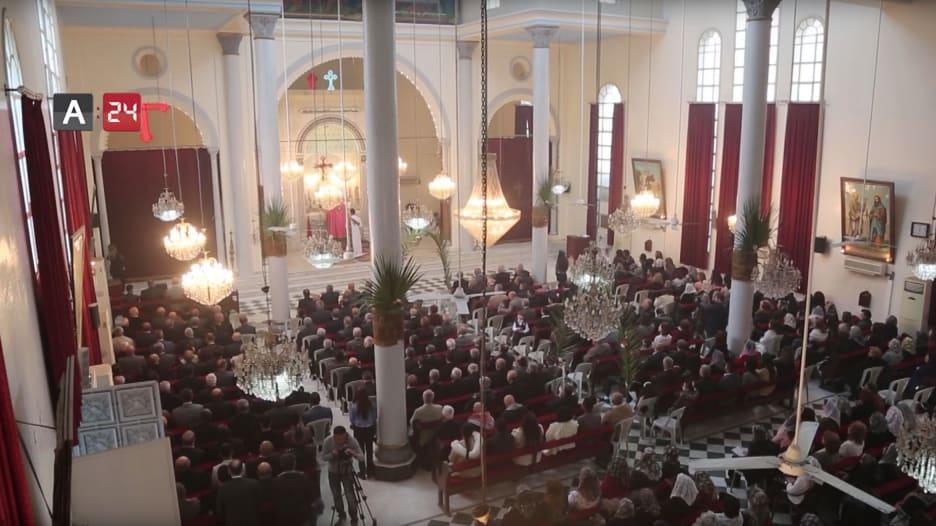 """المسيحيون بسوريا يحتفلون بـ""""عيد القيامة"""" وآمال بانتهاء الحرب"""