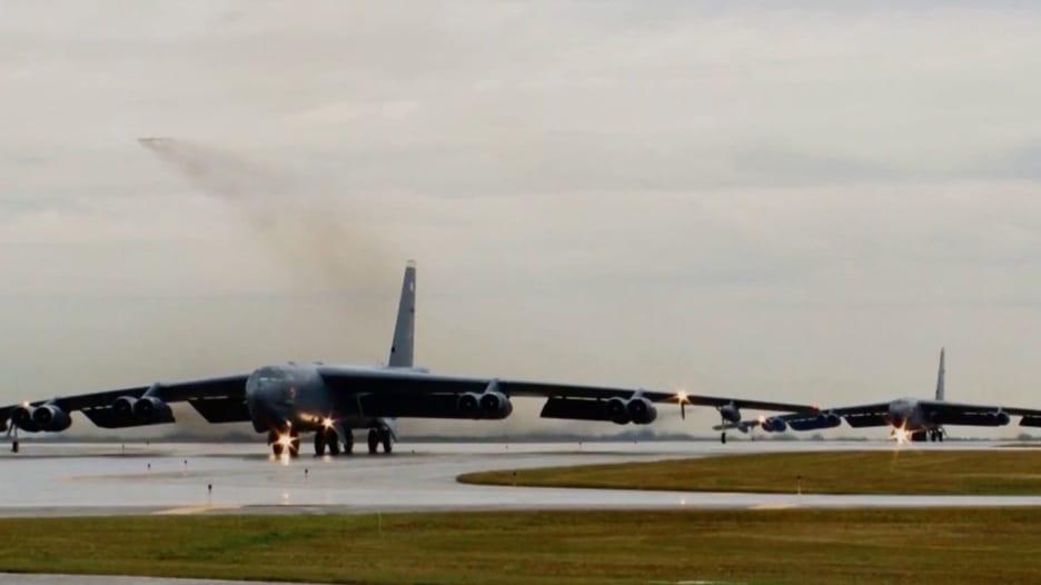 أيقونة الحرب الباردة.. إليكم أبرز قدرات قاذفة B-52 الأمريكية