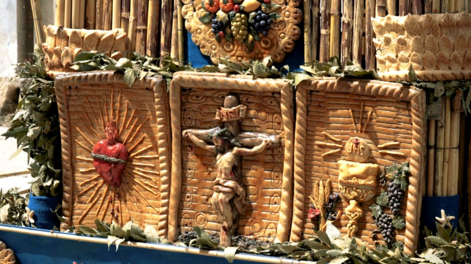 بإيطاليا.. تجول بين زوايا كاتدرائية مصنوعة من الخبز