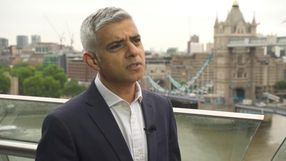 عمدة لندن المسلم لـCNN بعدما هاجمه ترامب: سلوك أتوقعه من طفل