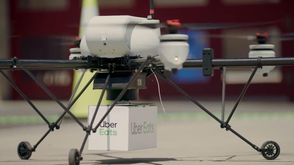 """أوبر قد تبدأ بتوصيل شطائر الـ""""بيغ ماك"""" عبر طائرة بدون طيار"""