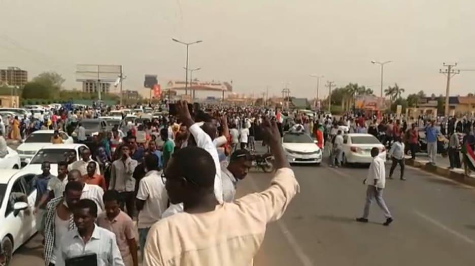 أكبر مظاهرة في السودان منذ حملة القمع في يونيو