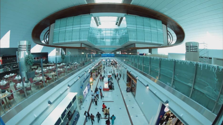 رحلة مطار دبي منذ 60 عاماً..وتحوله إلى أكثر المطارات ازدحاما