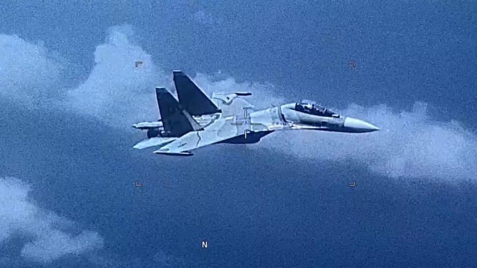 شاهد.. ملاحقة طائرة روسية الصنع مملوكة لفنزويلا لمقاتلة أمريكية
