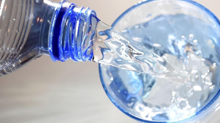 كيف نشرب الماء باستمرار وما هي أساليبه الصحيحة؟