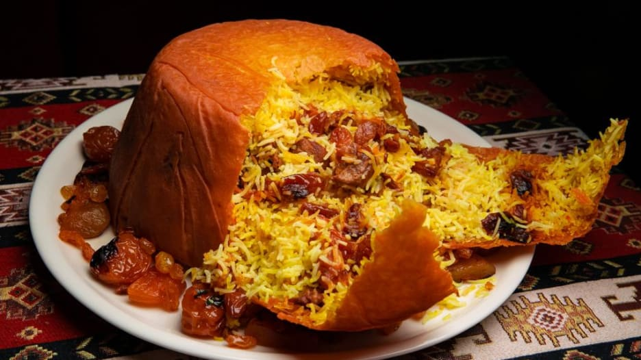"""يوصف بـ""""ملك المطبخ الأذربيجاني"""".. تعرف لطبق """"شاه بيلاف"""" الذي لا تخلو م"""