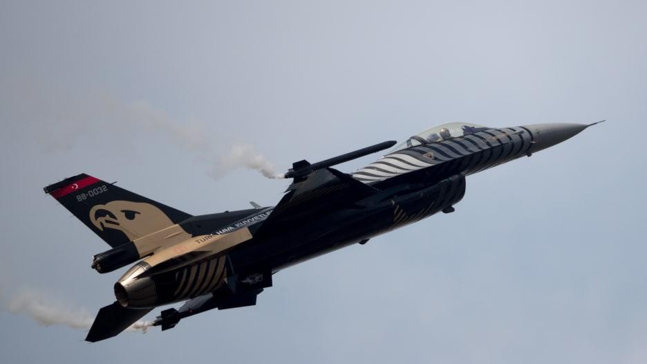 مصر تتصدر والسعودية الثالثة.. أكبر 10 قوات جوية بالمنطقة