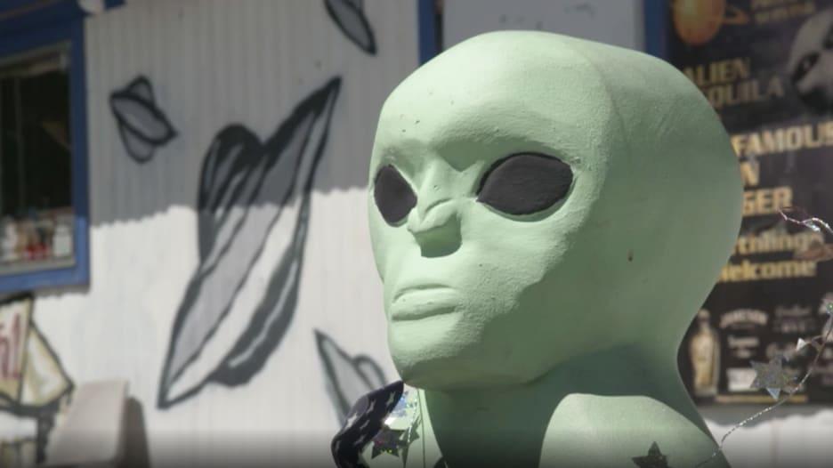 """""""المنطقة 51"""" بأمريكا.. خطط لاقتحامها بحثاً عن كائنات فضائية"""