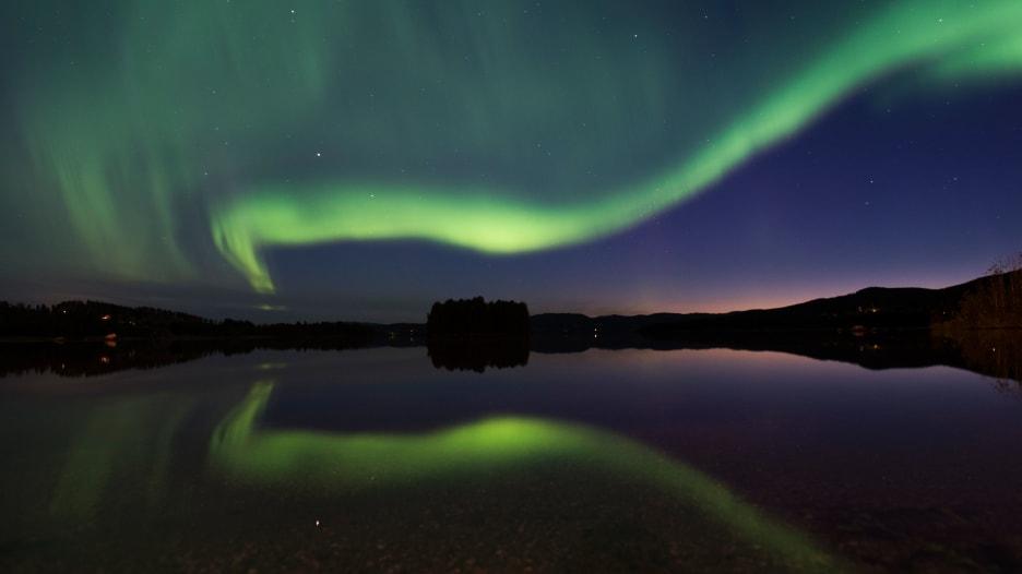 شاهد.. أضواء الشفق تتراقص بشكل مذهل فوق القطب الجنوبي