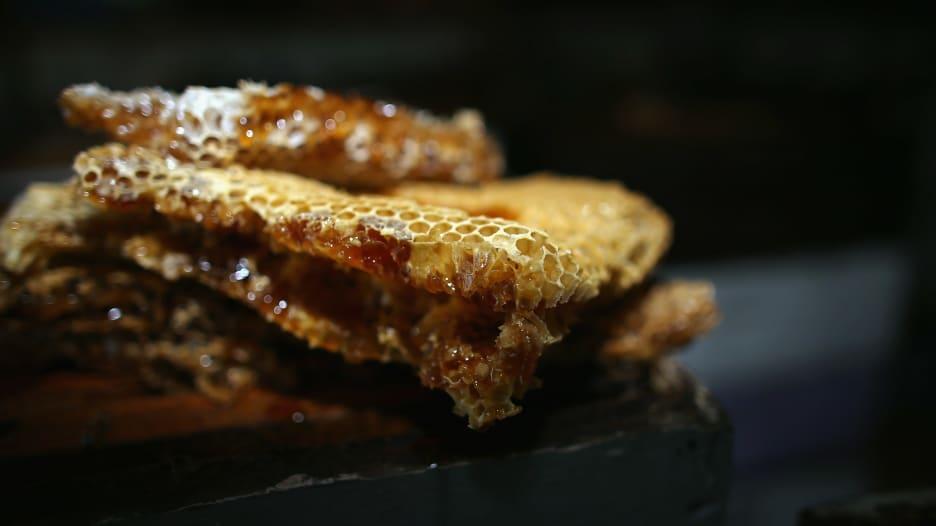 6 فوائد علاجية للعسل